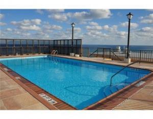 Vanatage View Pool