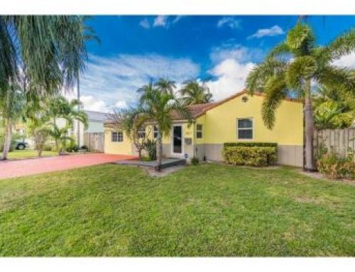 Just reduced in Hollywood Lakes! New price $449,900.00